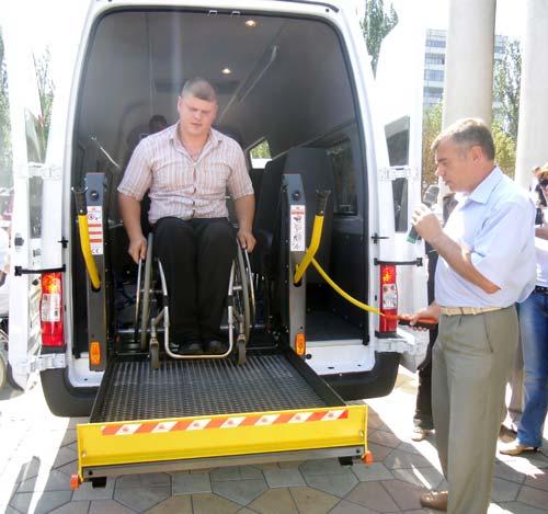 В Донецке появилось первое в Украине бесплатное такси для инвалидов